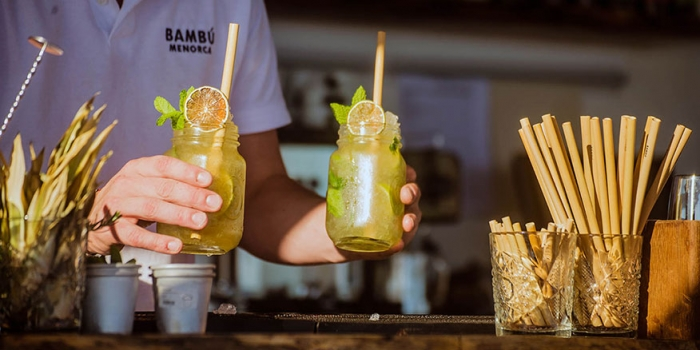 Drinks being served at Bambu Menorca